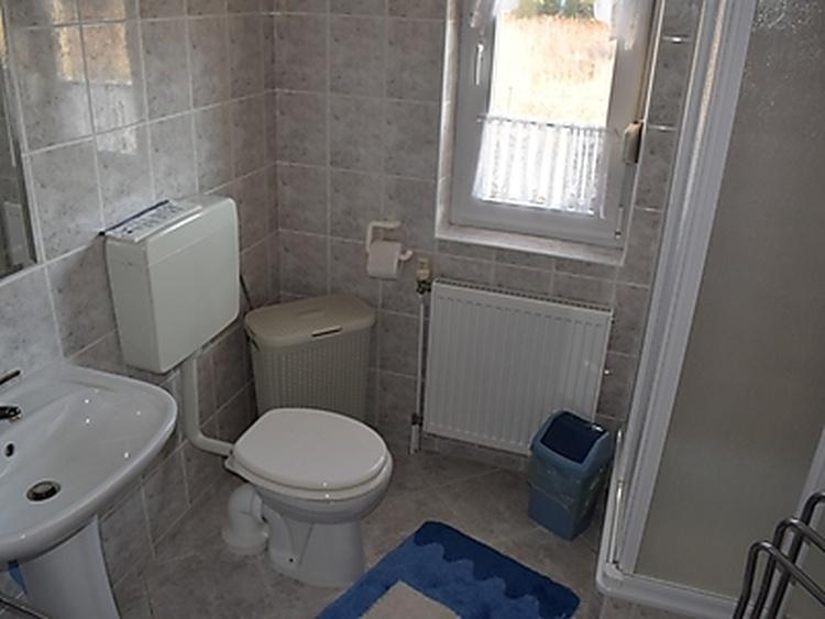 Wohnung 1, WC und Dusche