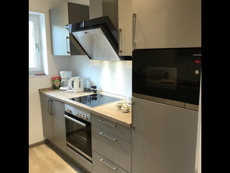 Küche mit Kühlschrank,Mikrowelle,Backofen,Cerankochfeld Kaffeemaschine,Spülmaschine
