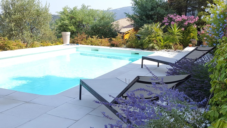 Relax by pool B&B Grasse