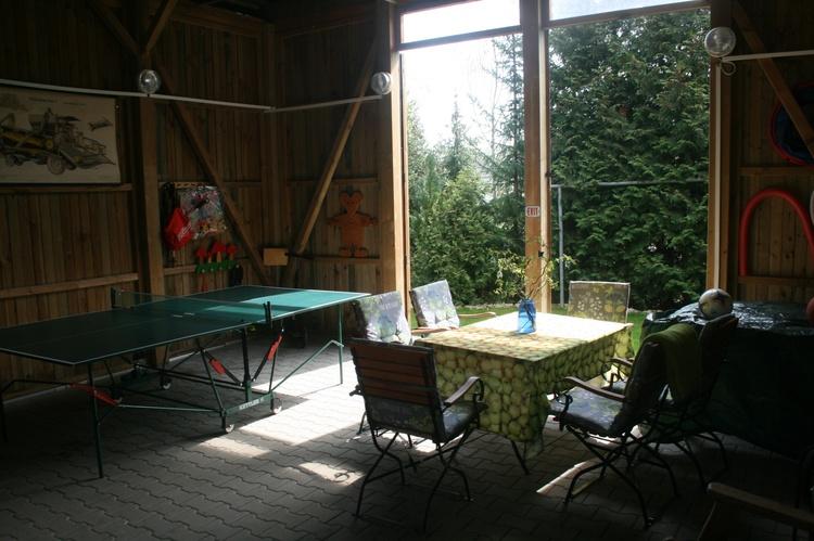 Tischtennis, Gartenmöbel, Dart, Scheune
