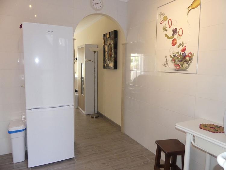 Küche mit Blickrichtung Wohnzimmer