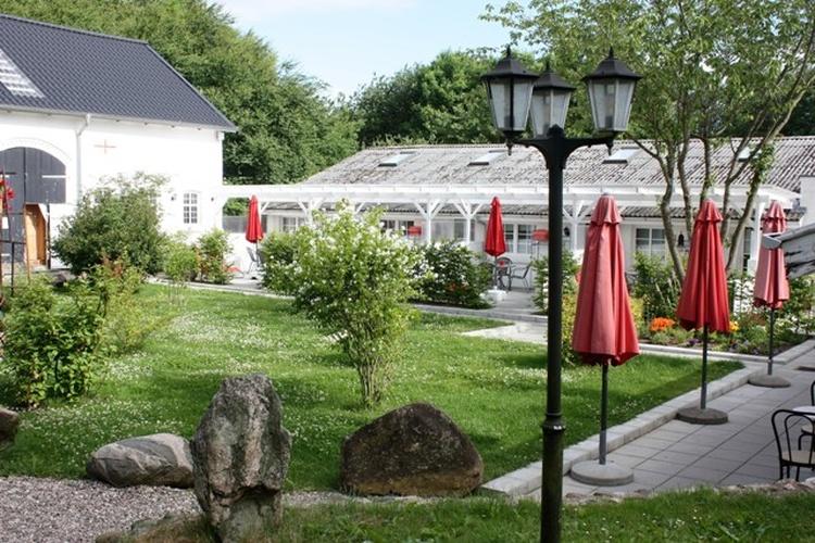 Vorgarten mit Terrasse