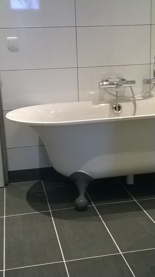 Desing bath in the bathroom downstairs. Seperate toilet.
