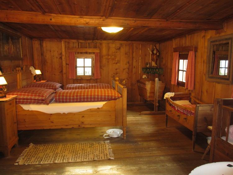 Doppelzimmer mit 3 Kinderbetten