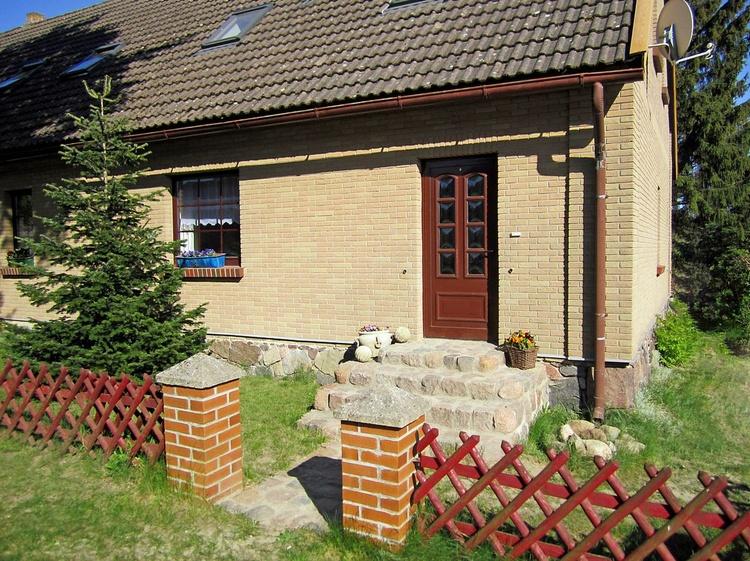Außenansicht mit Eingang zum Ferienhaus