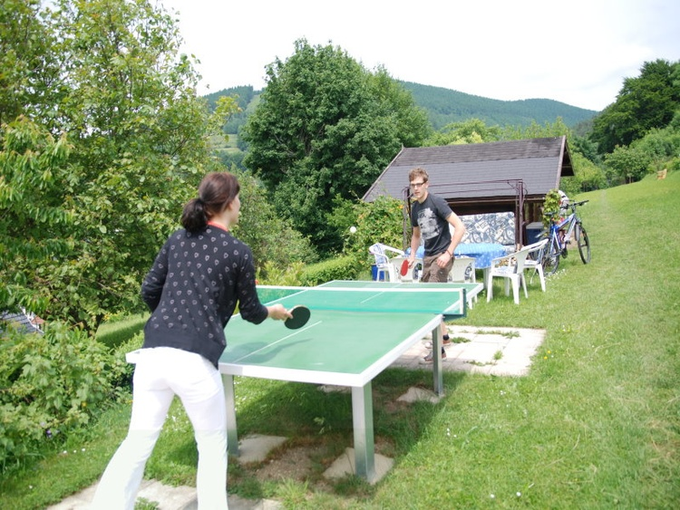 Tischtennis und Liegewiese
