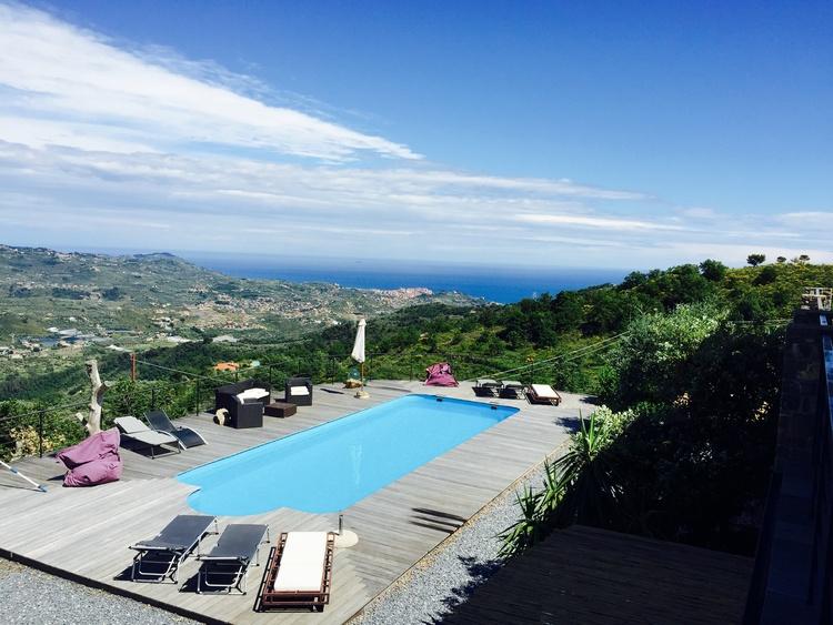 Pool mit Blick auf Porto Maurizio