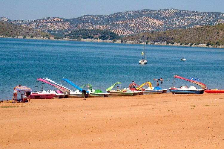 Lake Iznajar. Hire A Pedalo, Canoe Or Kyayaks And Sun Beds And Shades Also Bars and Restaurants