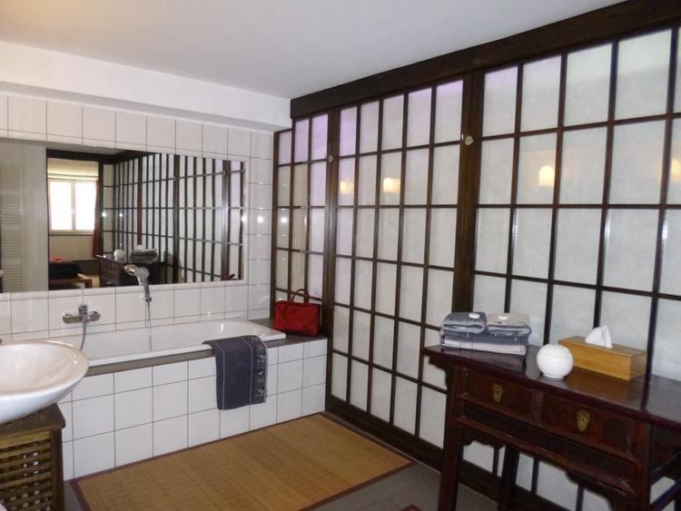 "The spacious bathroom of the duplex ""Zen""."