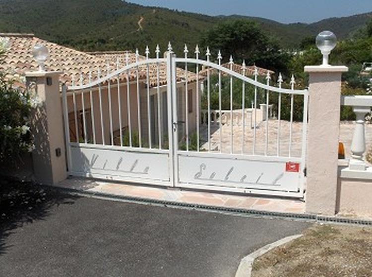 """Herzlich Willkommen in der """"Villa Soleil"""". Ruhig gelegen am Ende einer Sackgasse. Parkmöglichkeit fü"""