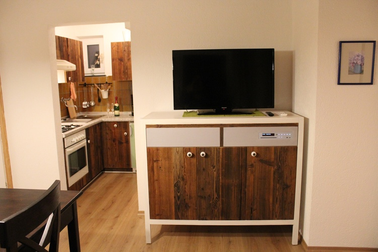 Wohn- Essbereich mit SAT-TV, Smat-TV und Bluray-Player