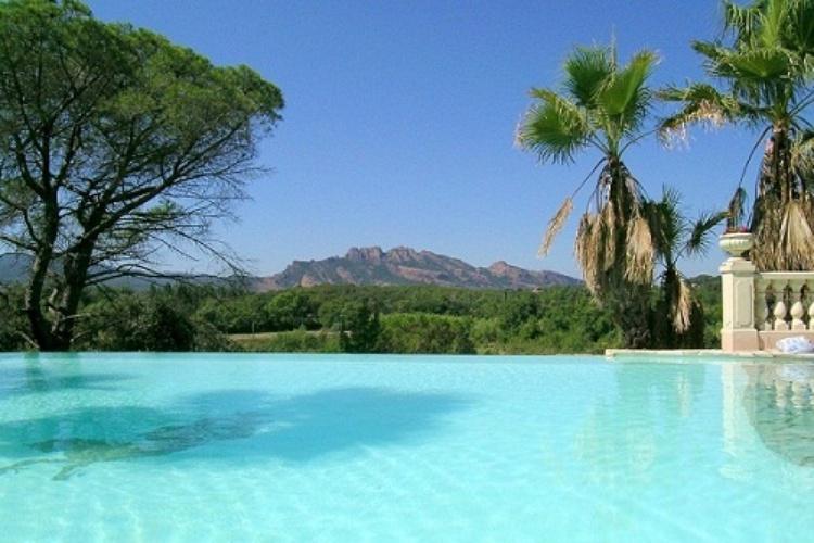 Panoramablick vom Pool von 100 m2