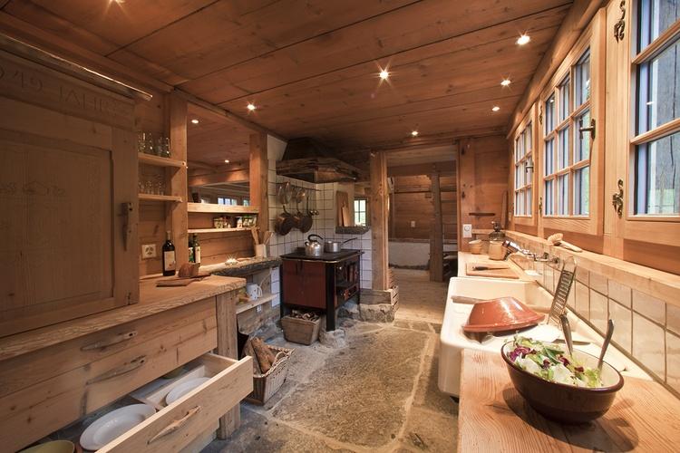 Alpenküche mit Holzherd