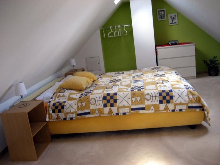 Schlafzimmer 3 im Spitzboden mit 2 Einzelbetten