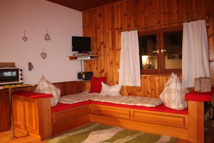 2 Betten im Wohn Essbereich 90/190