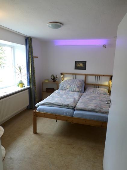 untere Wohnung, Schlafzimmer mit elektr. verstellb. Betten und eigenem Sat-TV