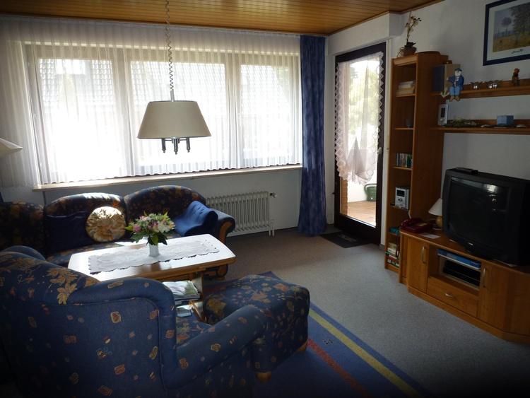 Wohnzimmer (4sitzige Essgruppe nicht im Bild)(