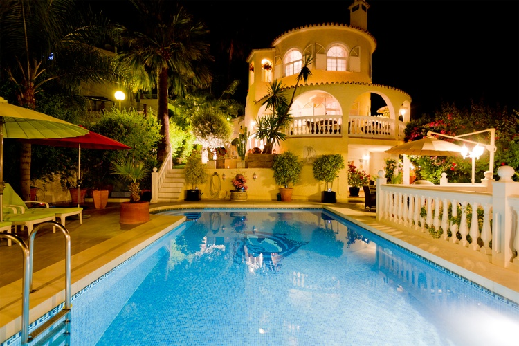 VILLA LAS CHICAS by night