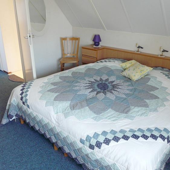 Upper floor, room with double bed