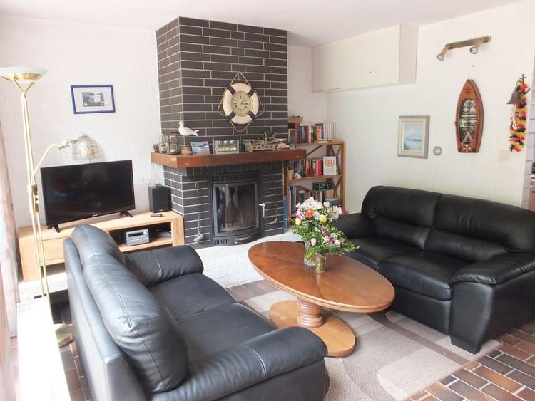 Wohnzimmer mit glasgeschützter Kaminkassette