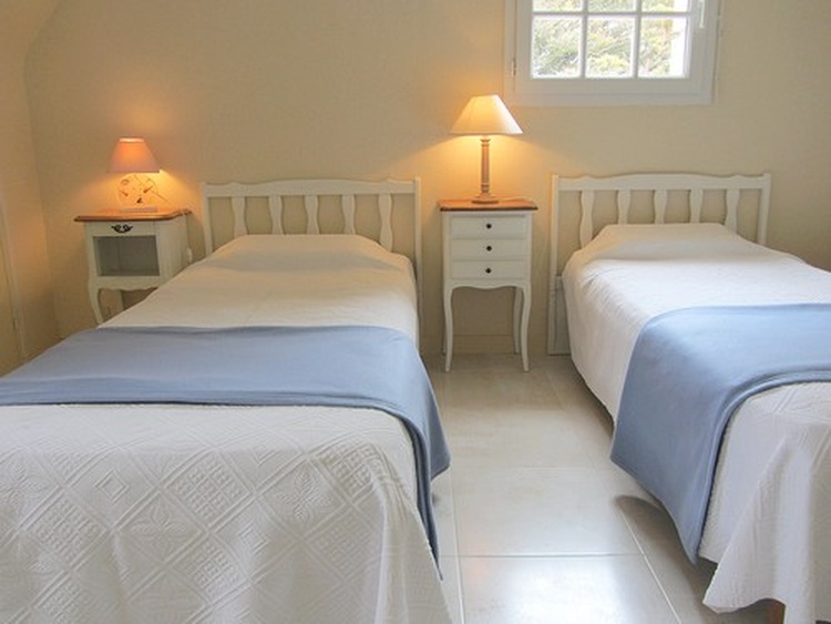 Bedroom with 3 single beds, seaview  from the window