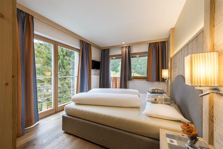 Doppelbettzimmer mit SAT-TV + Safe Ferienwohnung St. Vigil