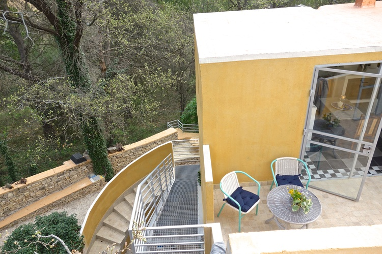 stairway to oak apartment