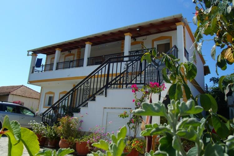 Alekas Apartments in Agios Georgios