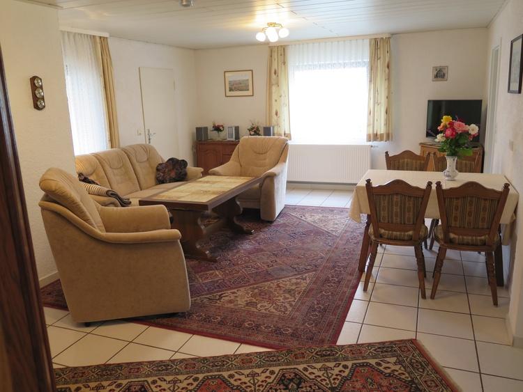 Wohnzimmer mit Eßplatz