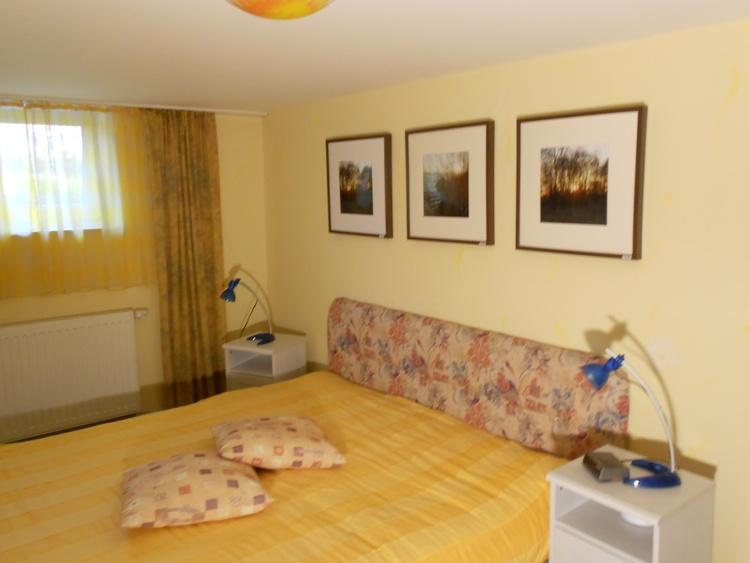 Doppelbett Schlafzimmer 2
