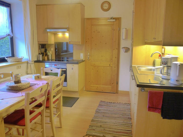 Well-equipped kitchen with dining area