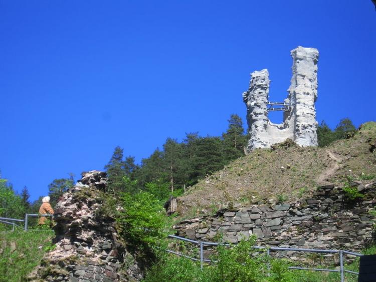 Blick zur Burgruine Rauenstein