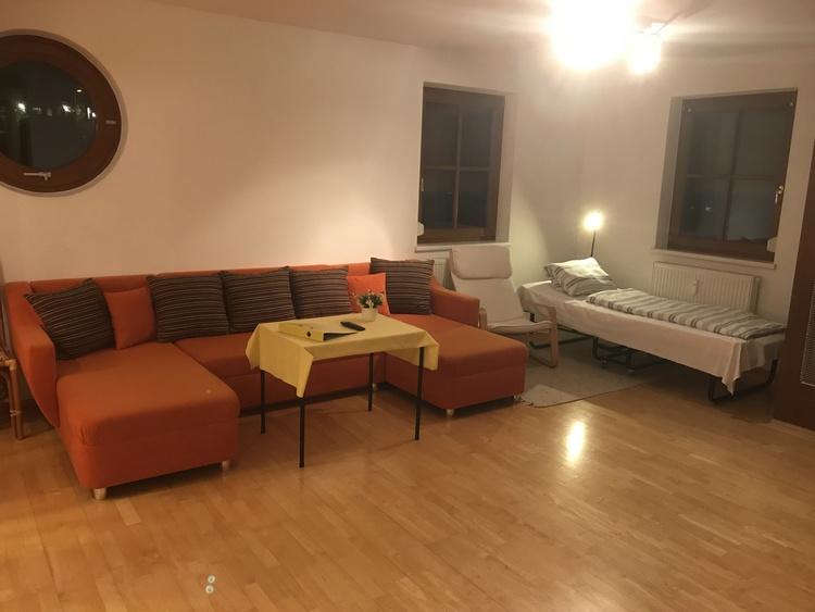 Wohnzimmer mit Notbett