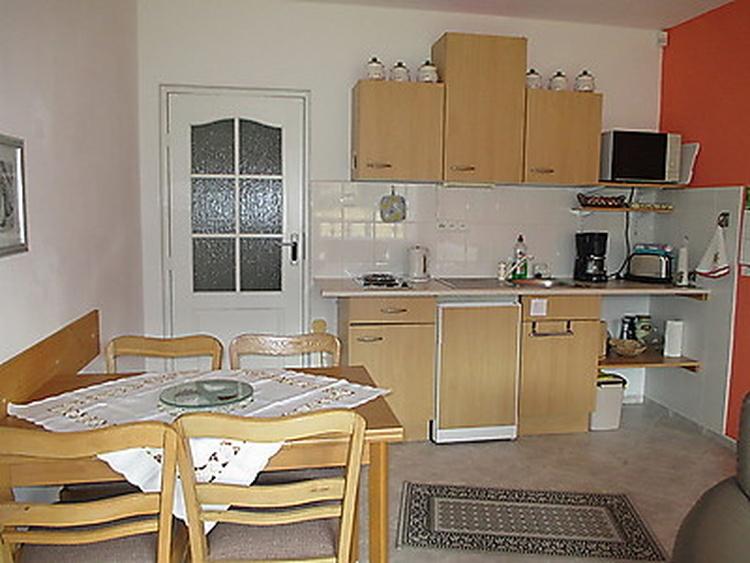 Wohnung 2, Küchenzeile