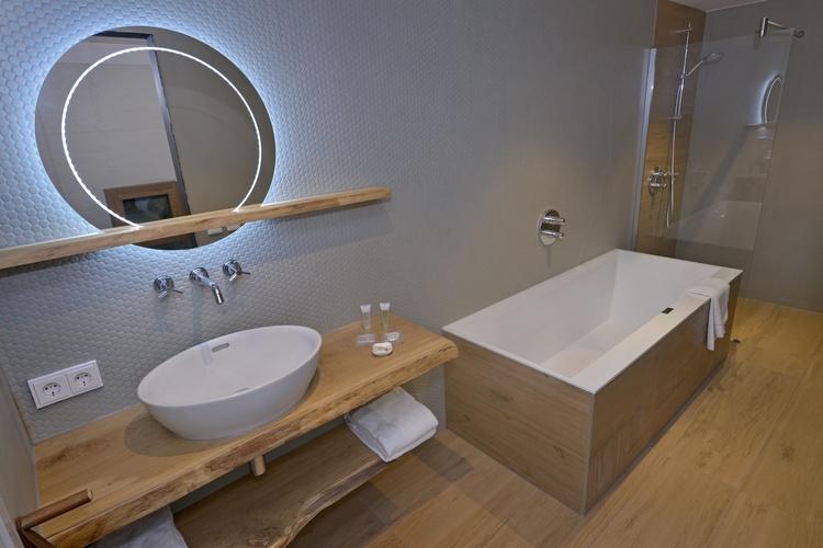 Bathroom 2-person Deluxe Beachroom