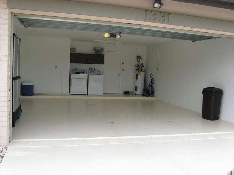 Unsere Garage mit WM und Trockner