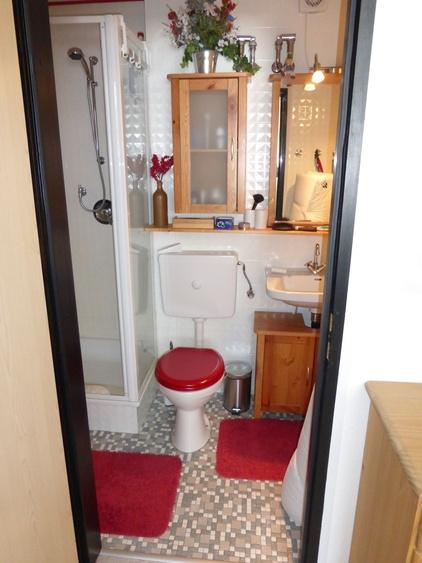 Toilette neben dem Esszimmer