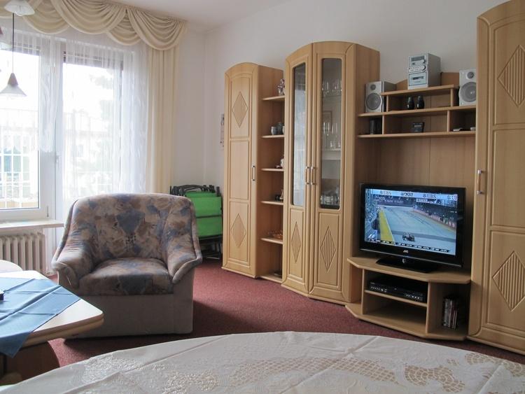 Wohnzimmer 80 cm Flach TV mit Kabelanschluß