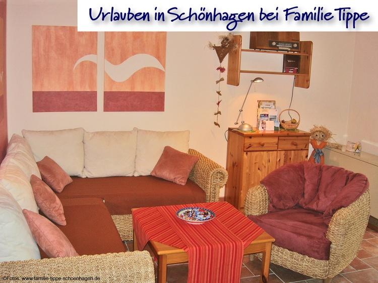 Wohnzimmer mit Sitz- und Liegegruppe