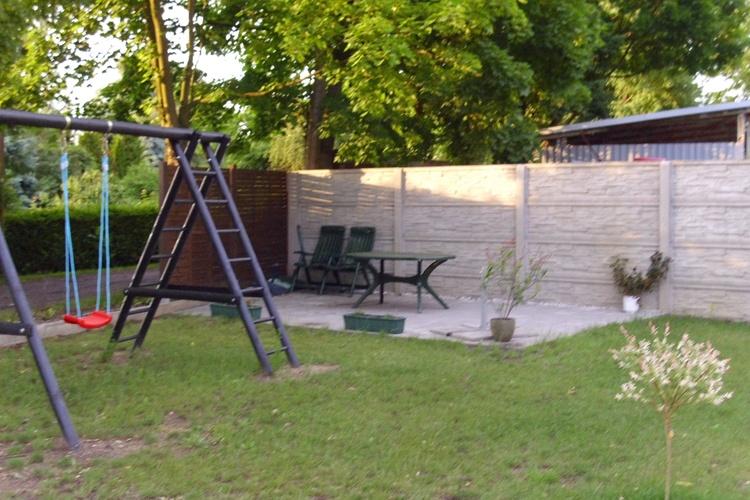 Terrasse mit Kinderschaukel