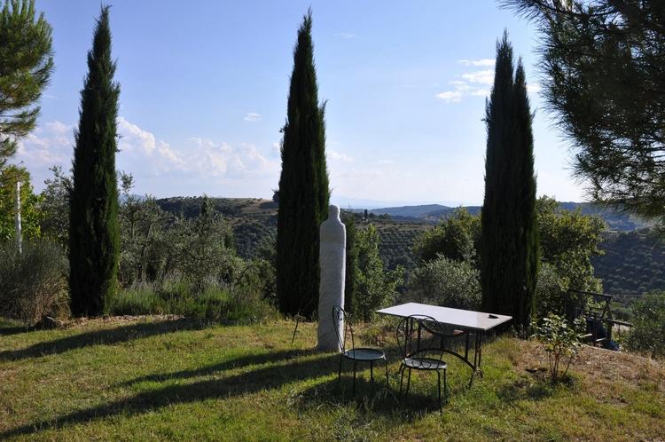 Villa La Rogaia garden with sculpture park