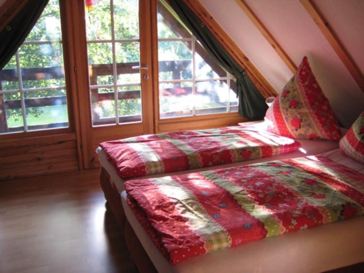 großes Schlafzimmer Doppelbett mit Balkon