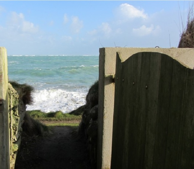 access to the sea from garden , access to the coastal path from garden