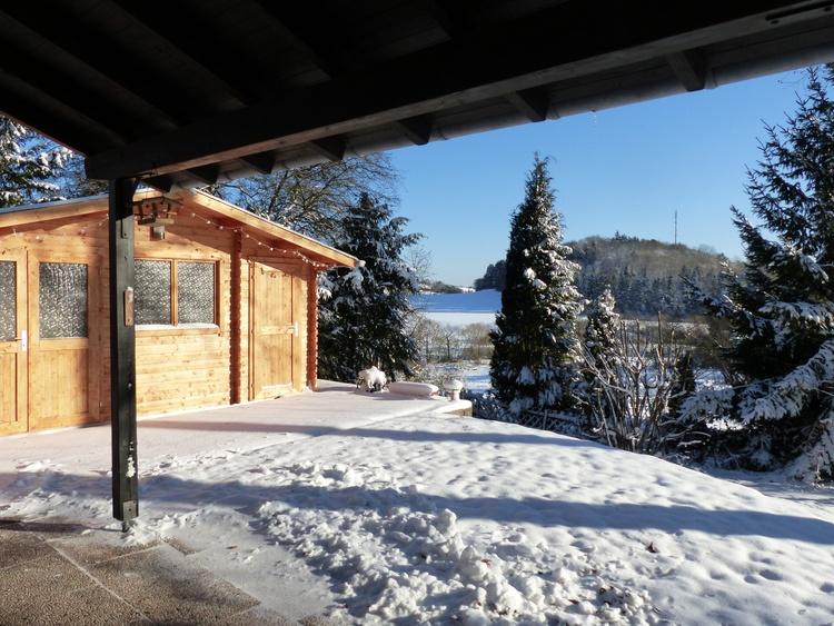 Blick von der Terrasse bei Winterwetter