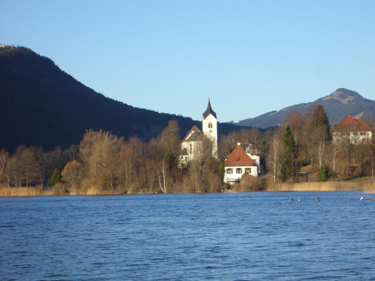 Blick nach Westen zur Kirche
