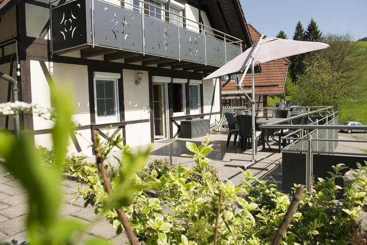 Terrasse mit Blick ins Mitteltal