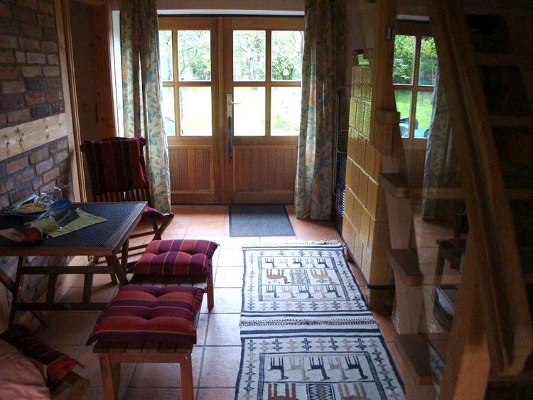 Wohndiele mit Kachelofen im Erdgeschoss