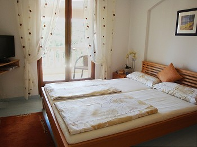 Schlafzimmer 3 mit eigenem Zugang zur grossen Terrasse
