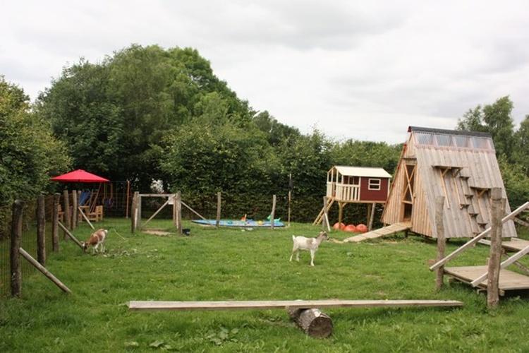 Kinderspielplatz mit Ziegengehege