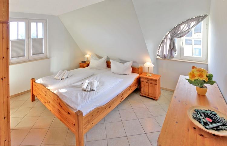 Schlafzimmer 1.Etage mit Doppelbett